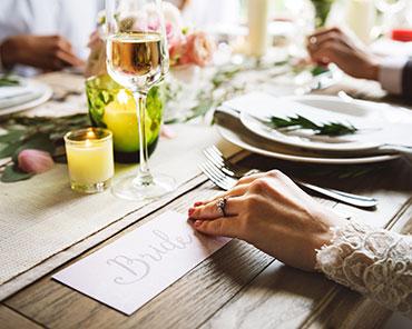 teaser image - bride table